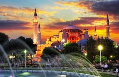 isntanbul - aya Sofya dramatik gün batımında
