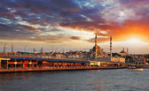 Photo Istanbul at sunset, Turkey