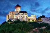 Slovensko hrad v noci - Trenčín