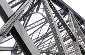 podpora nad mostem, ocelové konstrukce detail