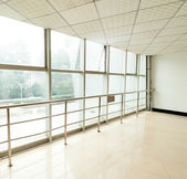 Obrázek oken v morden kancelářská budova