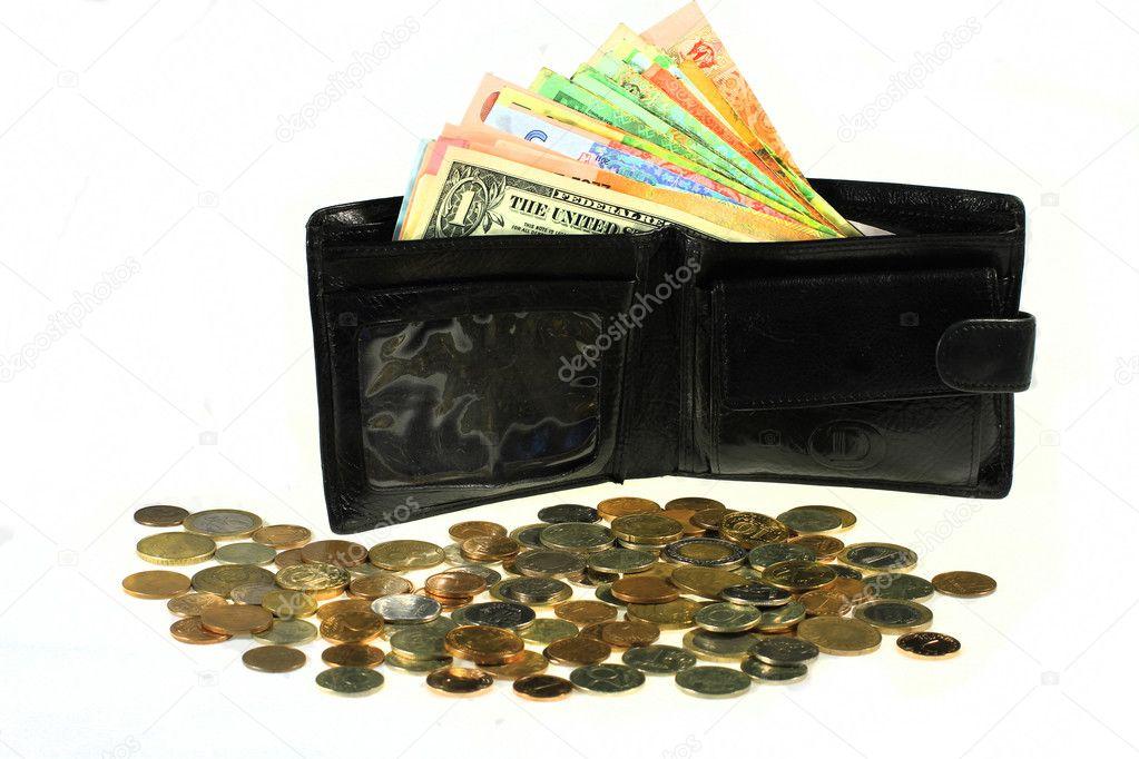 7c3fe8aae Muchos billetes de diferentes países en la cartera. billetera negra con  dinero — Foto de ...