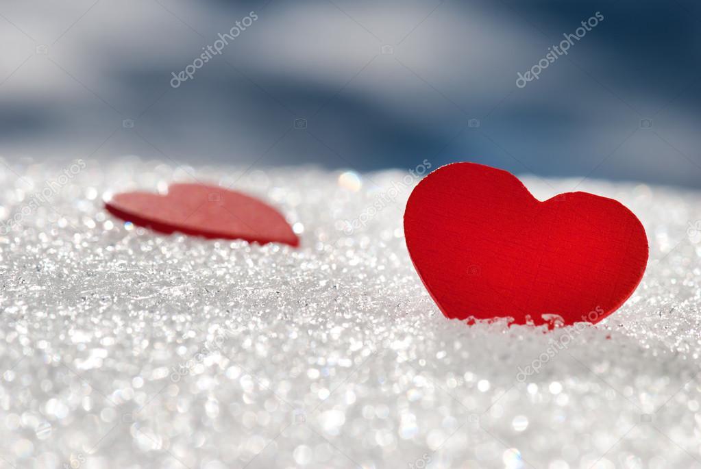 Coeurs rouges dans la neige tincelante photographie for Dans nos coeurs 85