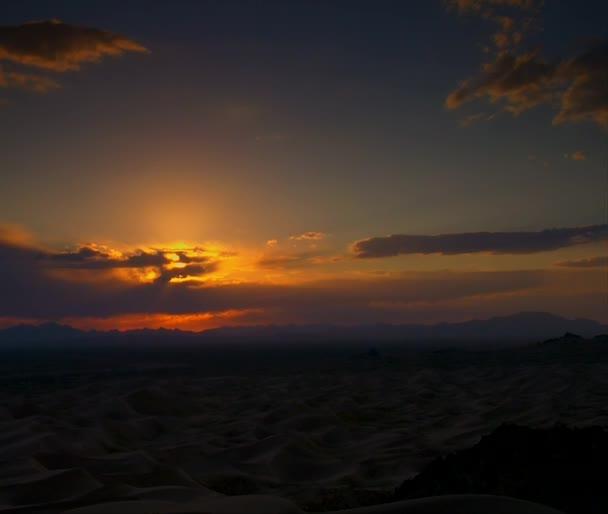 nádherný západ slunce pouště