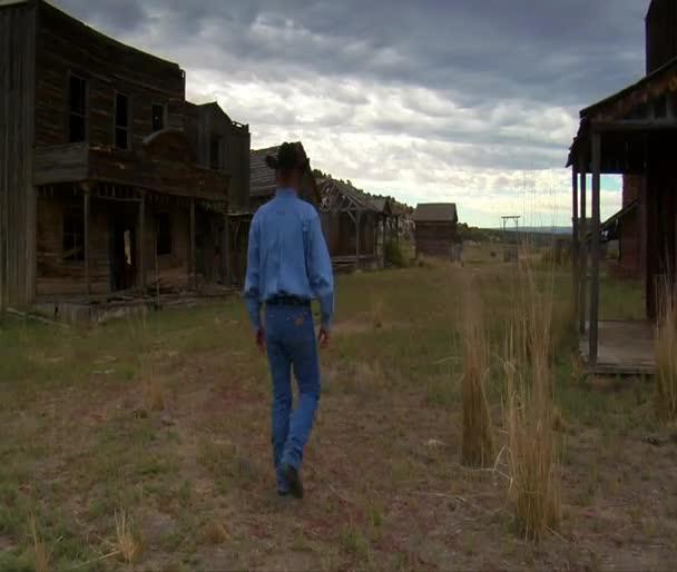 kovboj procházky po staré západní film set