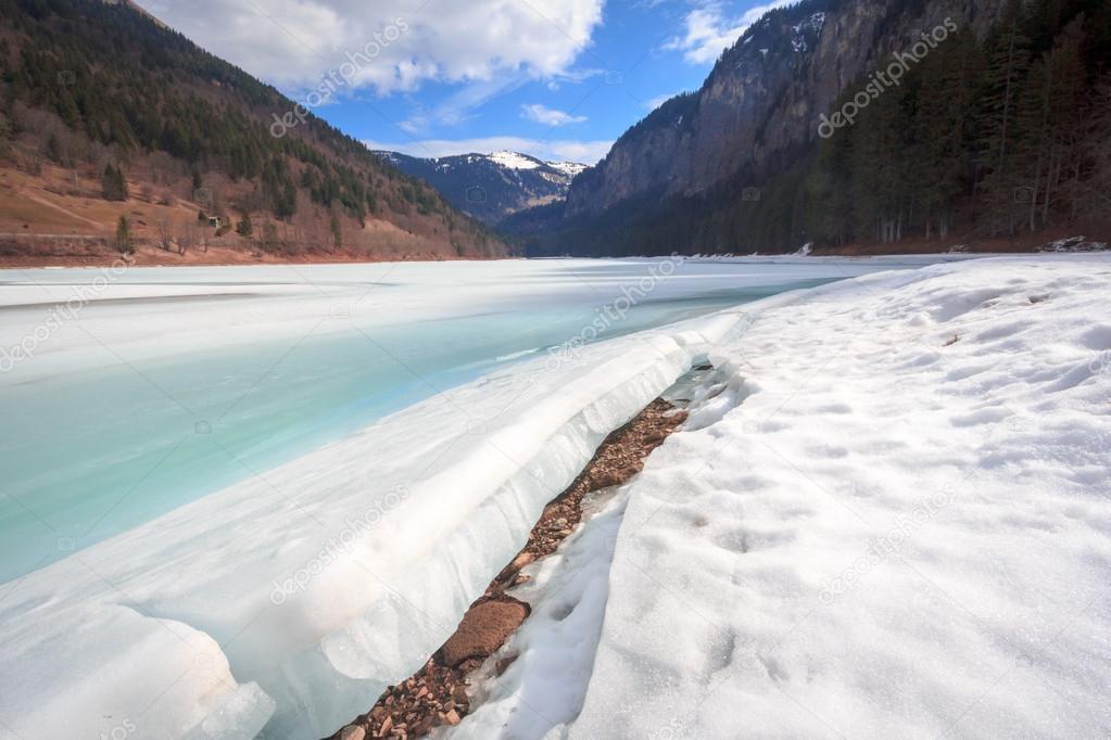 Фотообои A Crack in Winter