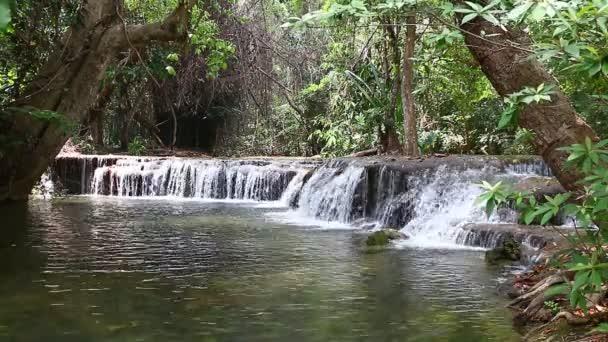 Huay mae kamin vodopád v Thajsku