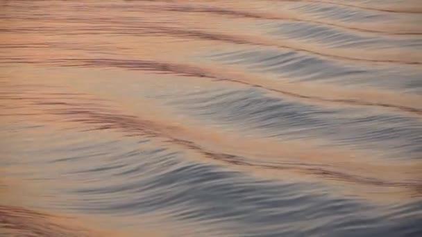 vlna vody podobě loď