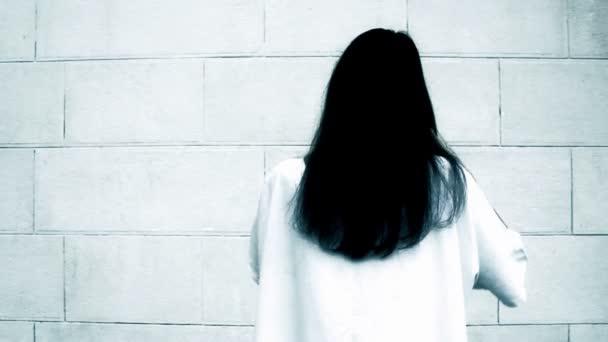 egy ijesztő nő a borzalmat scene