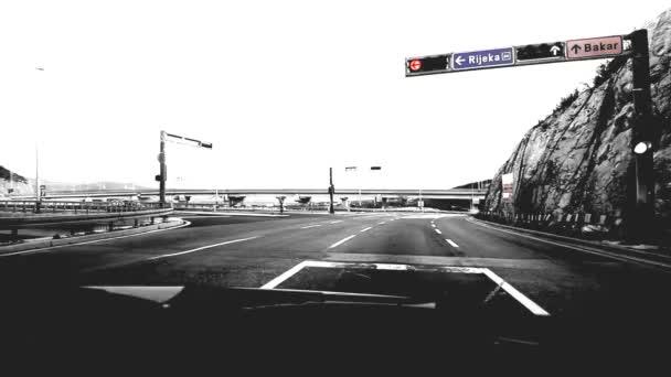 autóval a nyílt úton - gyorsított