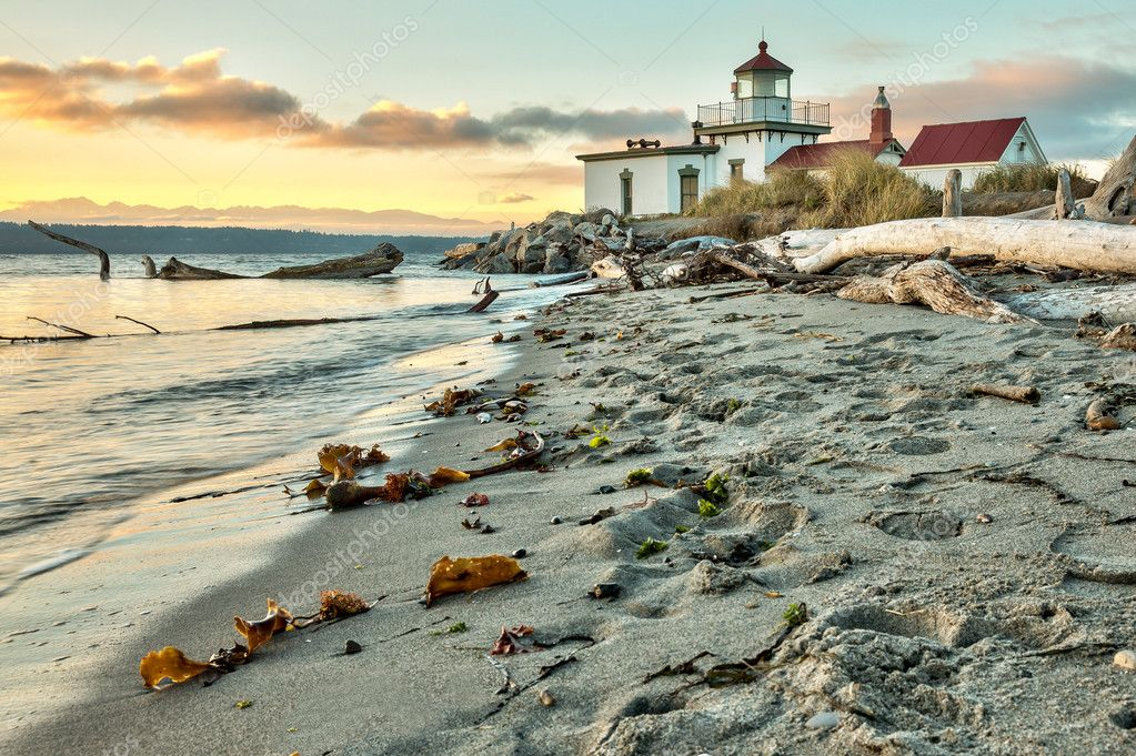 Sun set at West Point Lighthouse at Seattle Washington