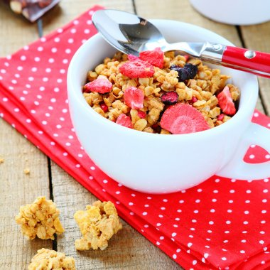 breakfast cereal with fruit, granola