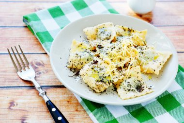 ravioli with grated cheese