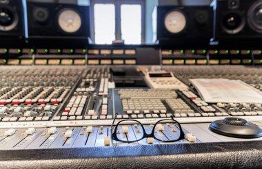 Break in studio recording