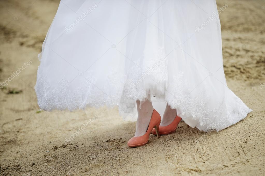Vestido de novia blanco con naranja