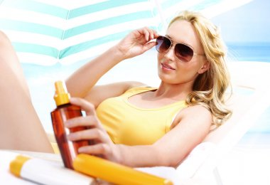 Holiday on the beach - healthy tanning