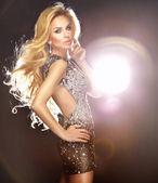 Fotografie Porträt des jungen blonde Tänzerin mit lange lockige blonde Haare