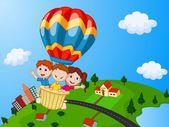 šťastné děti jízda horkovzdušný balón