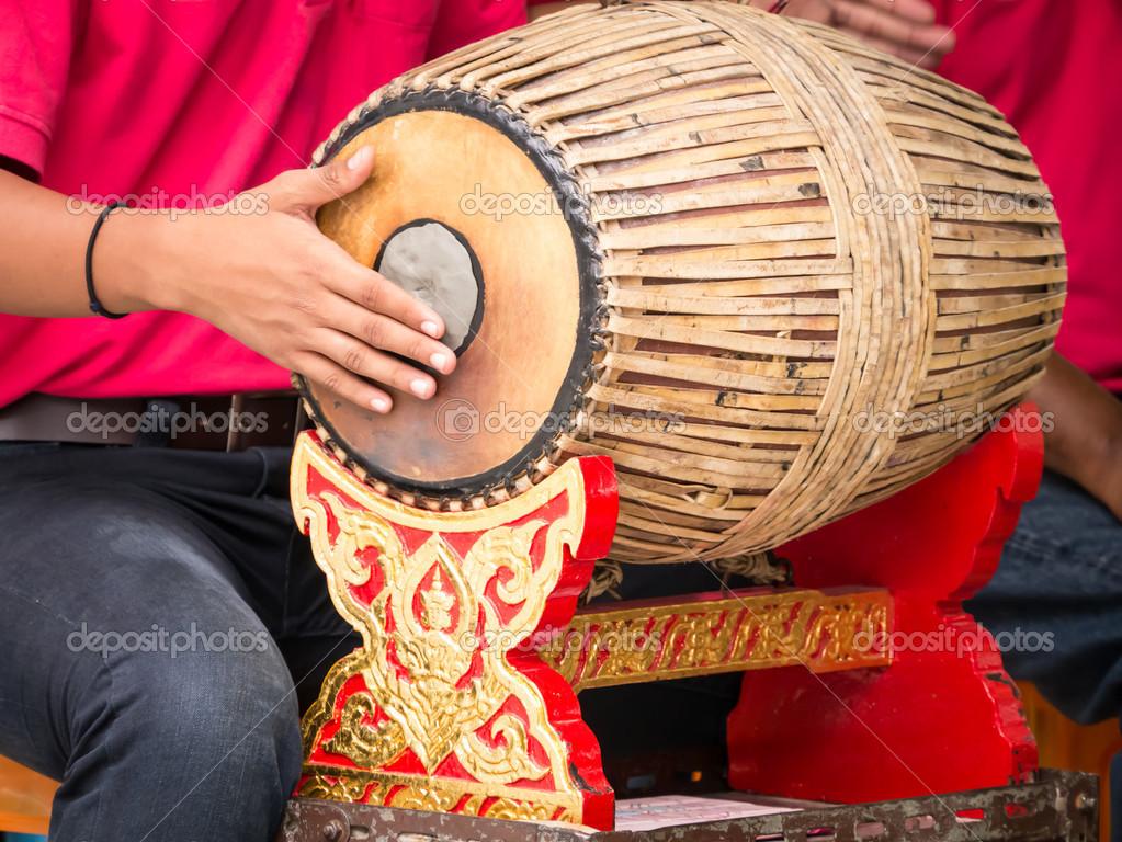 Fotos De Stock Chat9780: Gente Tocando Tambor Vintage Tailandés