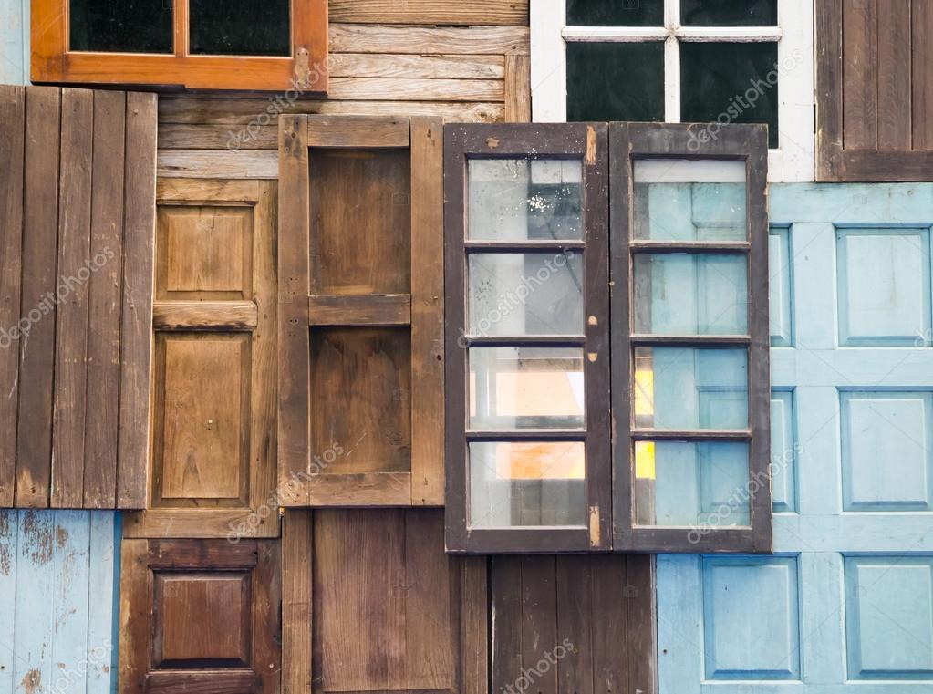 Ventanas y puertas de madera antiguas foto de stock - Puertas viejas de madera ...