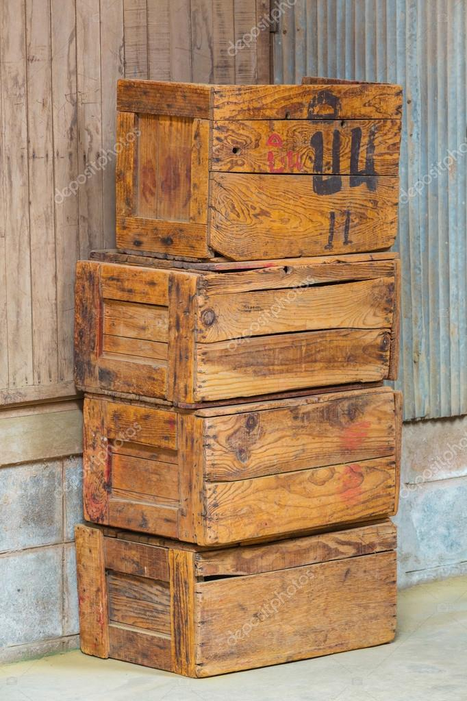 vieilles caisses en bois photographie smuayc 31680297. Black Bedroom Furniture Sets. Home Design Ideas