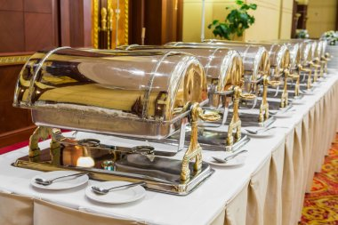 Warming trays for buffet line