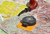 Karte, Kompass und Pfeifenraucherbereich.
