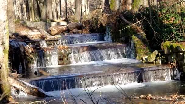 teče potok