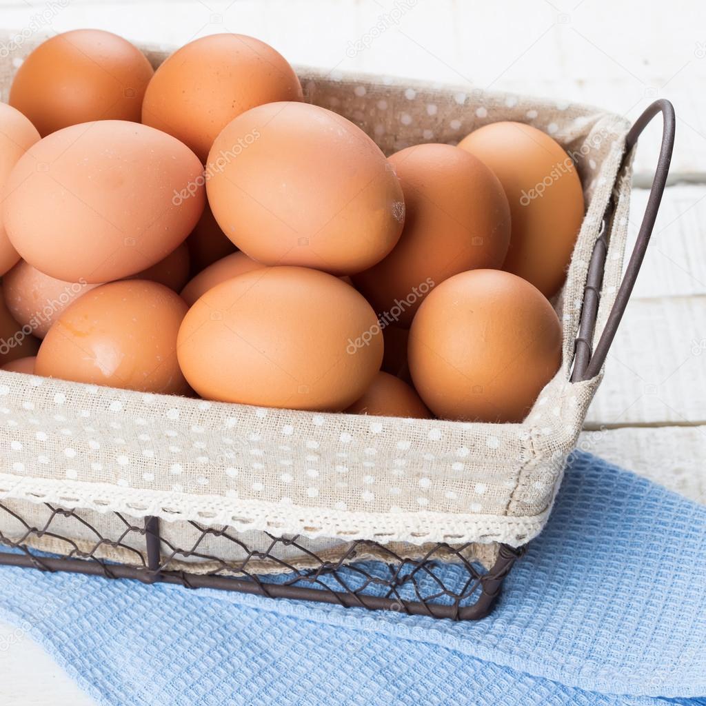 Фото домашних яиц в ведре