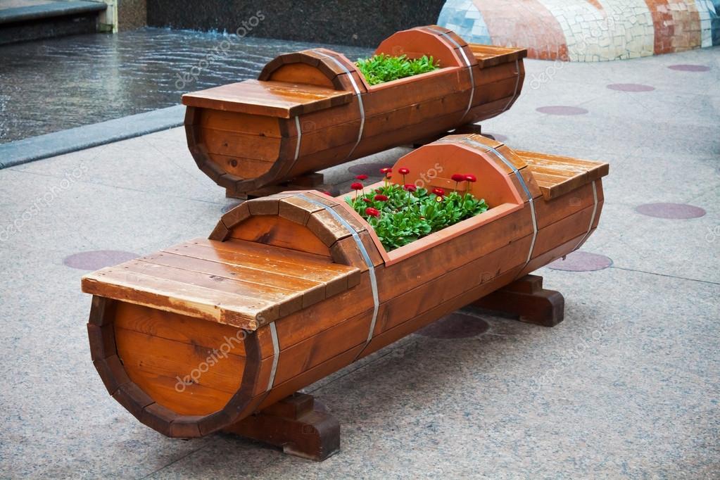 Cantero y banco de madera foto de stock cowardlion for Muebles cantero