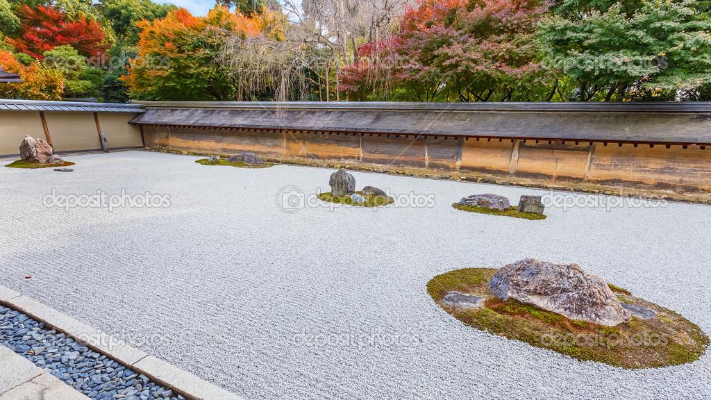 Zen jardin de rocaille dans le temple ryoanji kyoto for Jardin kyoto