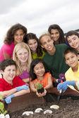 Aranyos etnikailag sokszínű gyerekek együtt