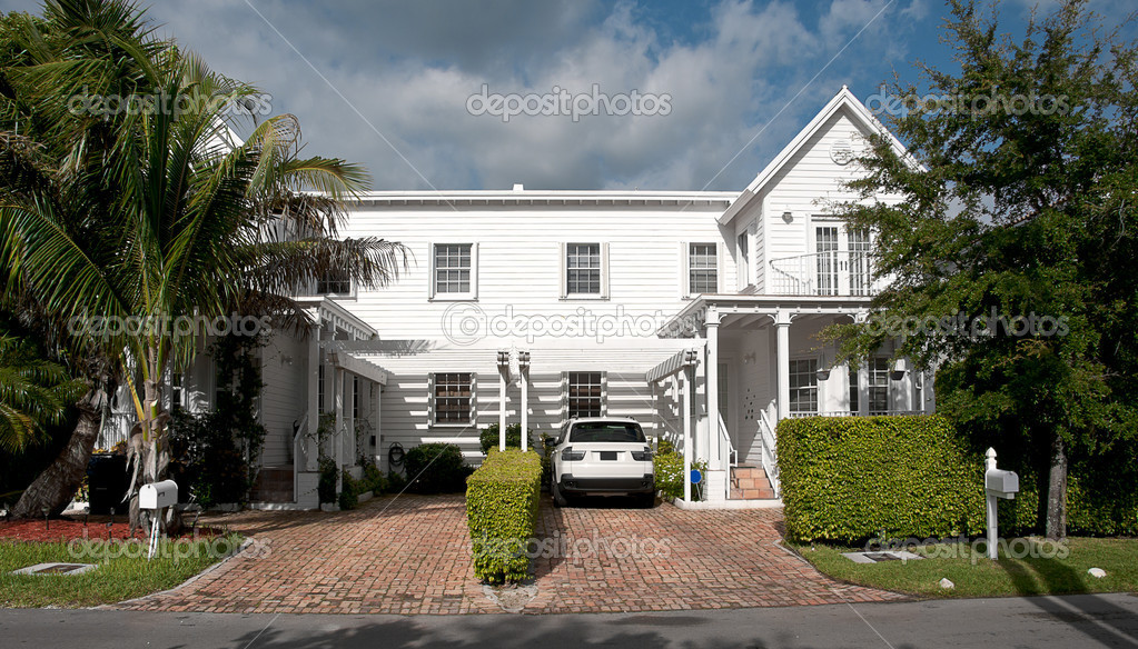 Luxe grote mooie huis u2014 stockfoto © scornejor #19416797
