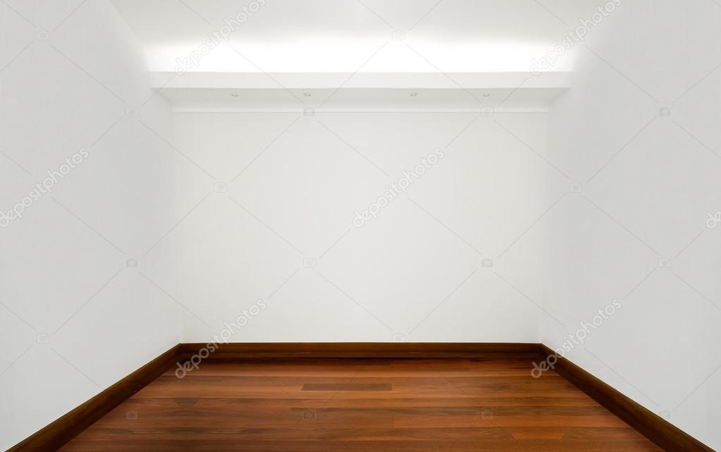 vide chambre blanche avec plancher en bois — Photographie scornejor ...