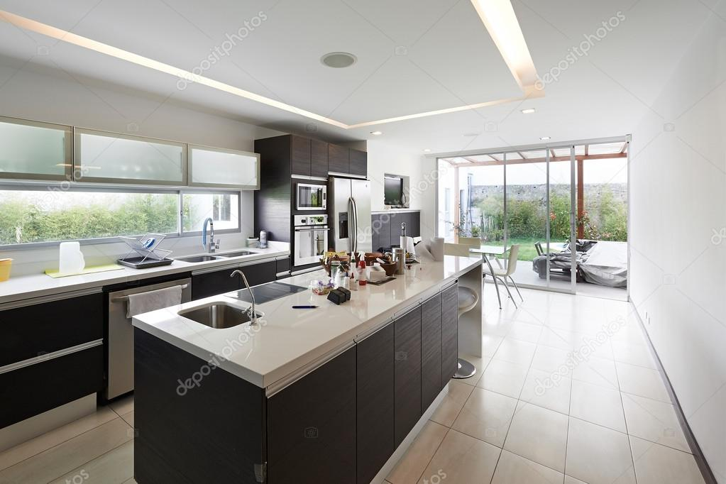 Interio Design Moderne Grosse Kuche Stockfoto C Scornejor 32856453