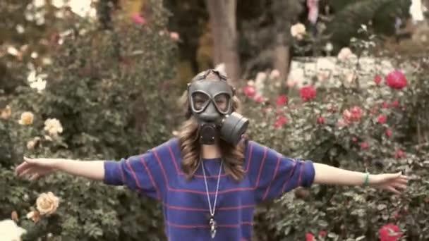 Lány gázálarcok, ezen a környéken: a rózsa