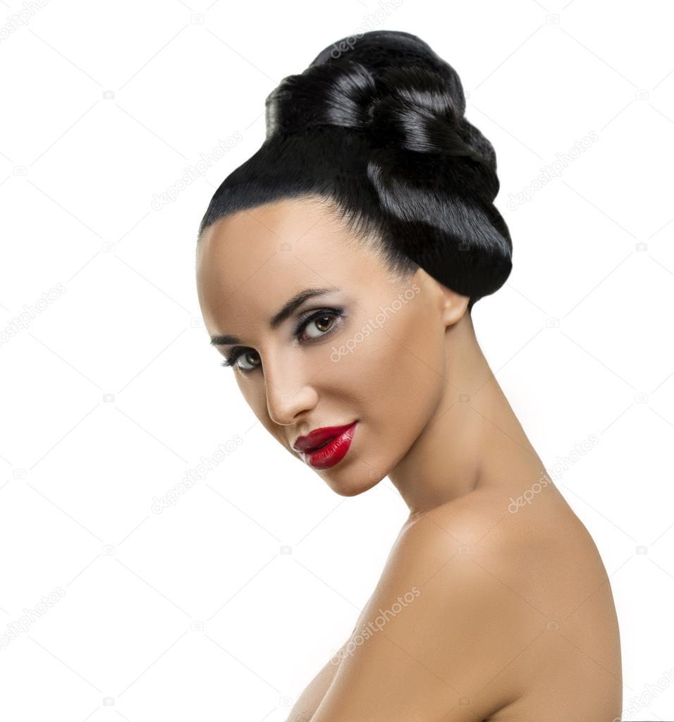 Retrato De La Muchacha De Alta Moda Modelo Con Maquillaje Y Peinado - Peinado-de-moda