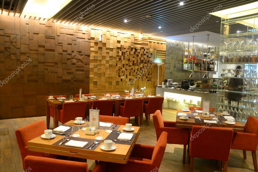mesa de comedor restaurante — Foto de stock © photographjoe #34682189