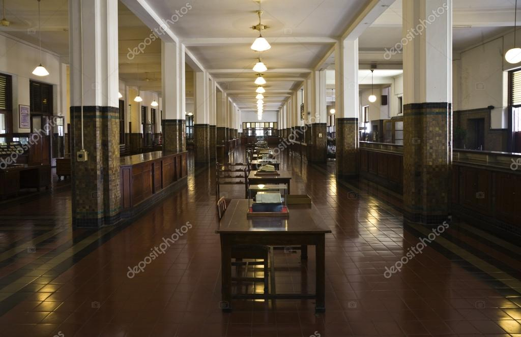 https://st.depositphotos.com/1995655/1928/i/950/depositphotos_19285957-stockafbeelding-interieur-van-bank-mandiri-in.jpg