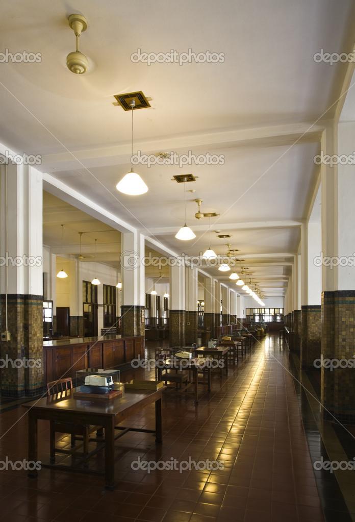 https://st.depositphotos.com/1995655/1928/i/950/depositphotos_19285963-stockafbeelding-interieur-van-bank-mandiri-in.jpg