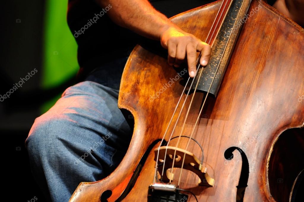 Саксофон тенор. Деревянные духовые классический инструмент. Джаз.