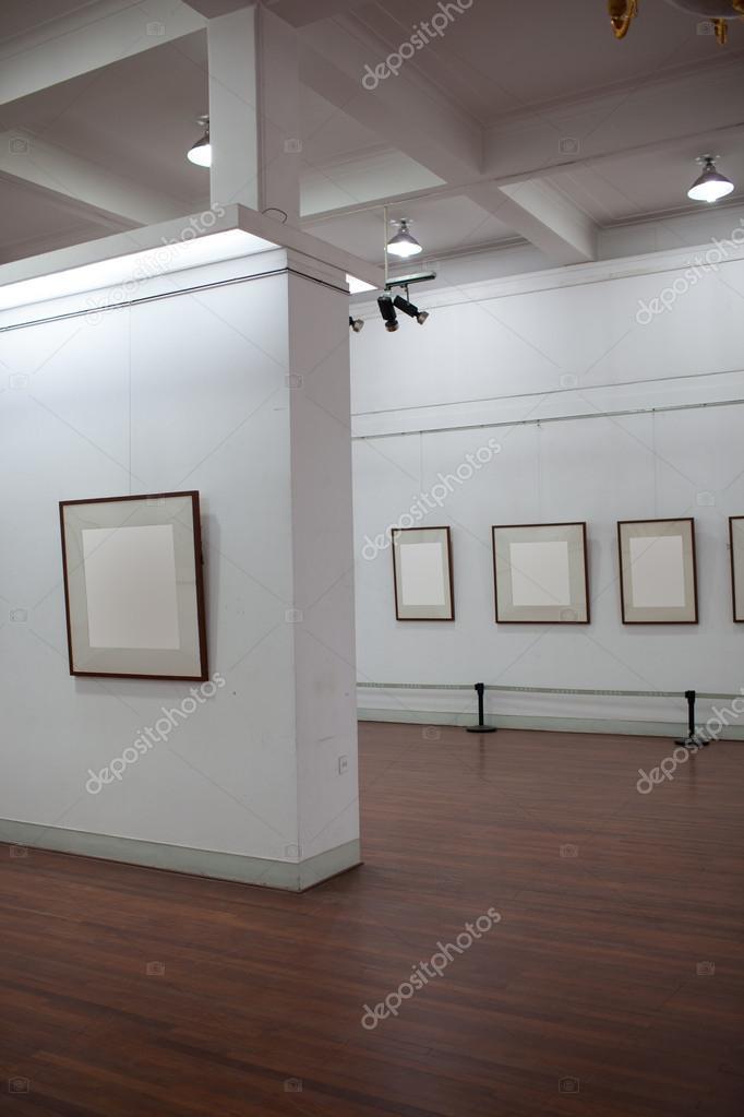 marco blanco en Galería de arte — Foto de stock © wxin67 #24318541