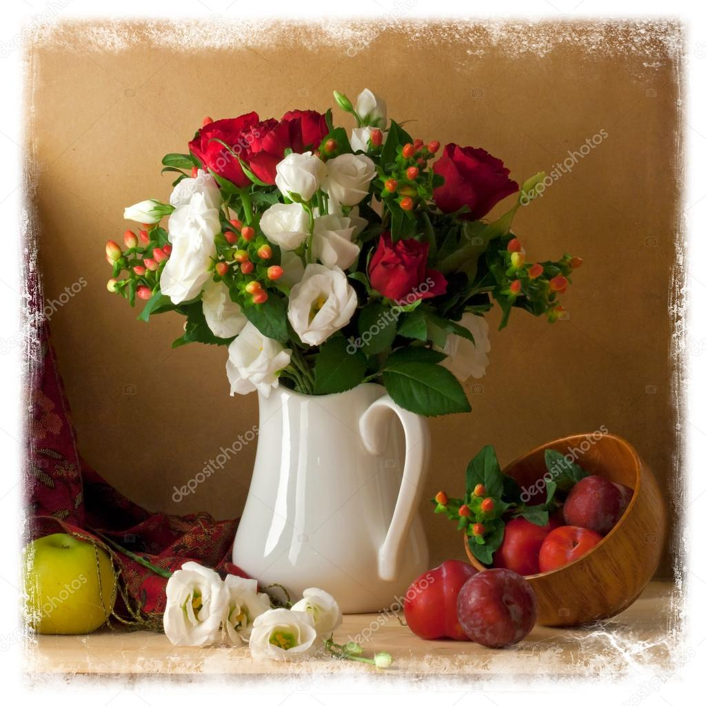 Beautiful flower bouquet with fruits — Stock Photo © maglara #20633003