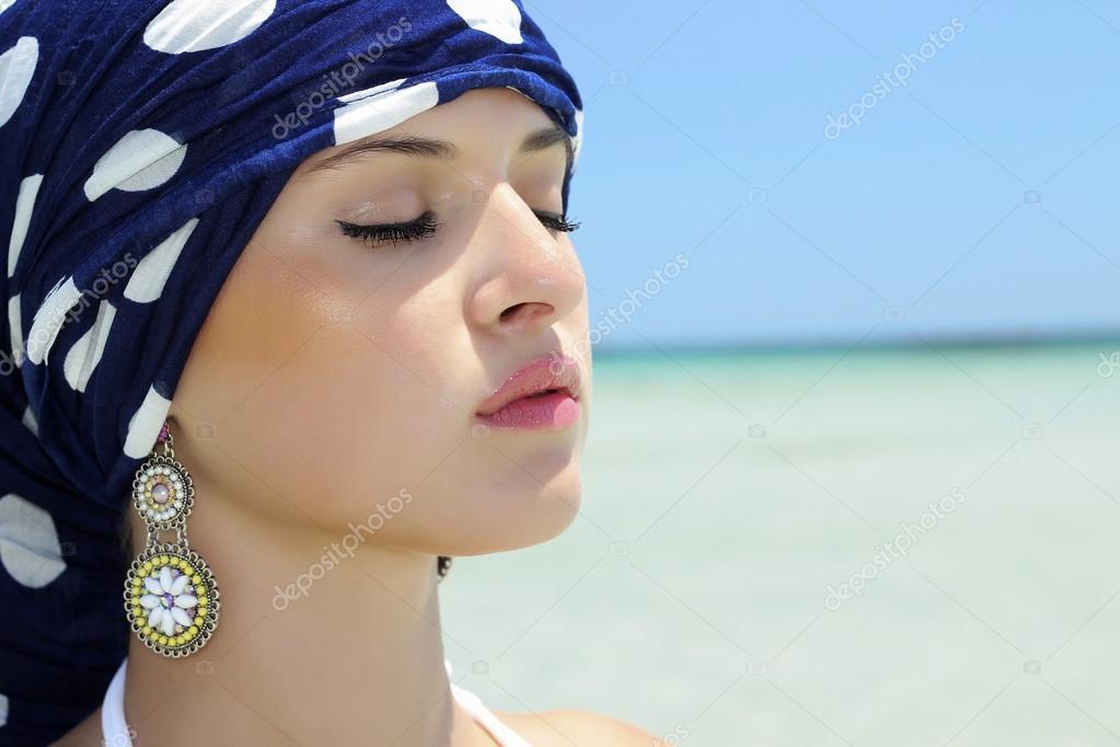 Девушки на пляже (эротика)