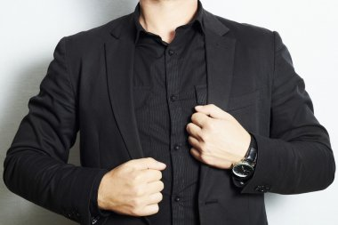 Man in a business suit and black shirt.fashion