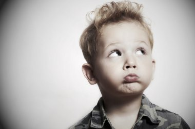 "Картина, постер, плакат, фотообои ""дитя. забавный мальчик. 4 года. военная рубашка "", артикул 35002261"