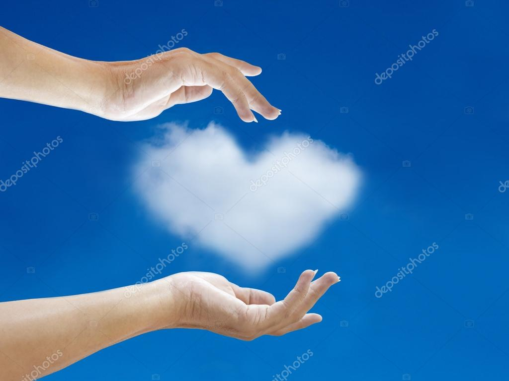 Hand und Herz-Wolken-Shape mit blauer Himmel — Stockfoto ...