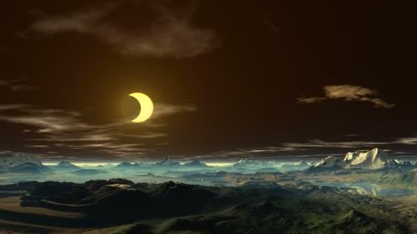 goldener Mond über den Bergen