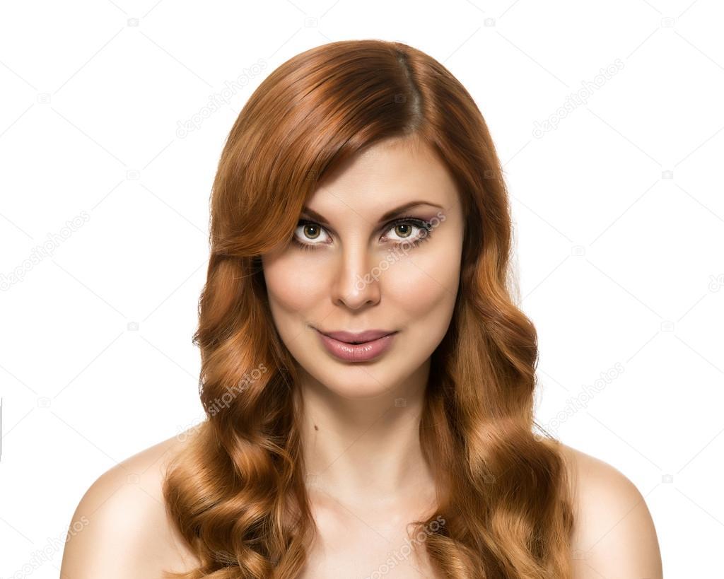 bella mujer con peinado perfecto de la piel y belleza sobre un fondo blanco pelo rojo retrato de nia de moda pelo largo y rizado u foto de gawriloff