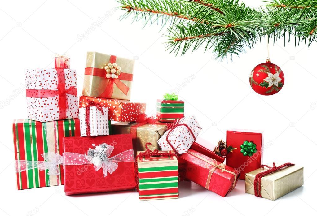 Geschenk Haufen unter einem Weihnachtsbaum — Stockfoto © beatabecla ...
